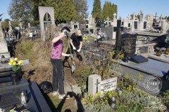 uczniowie-pomoc-cmentarz-zm-2