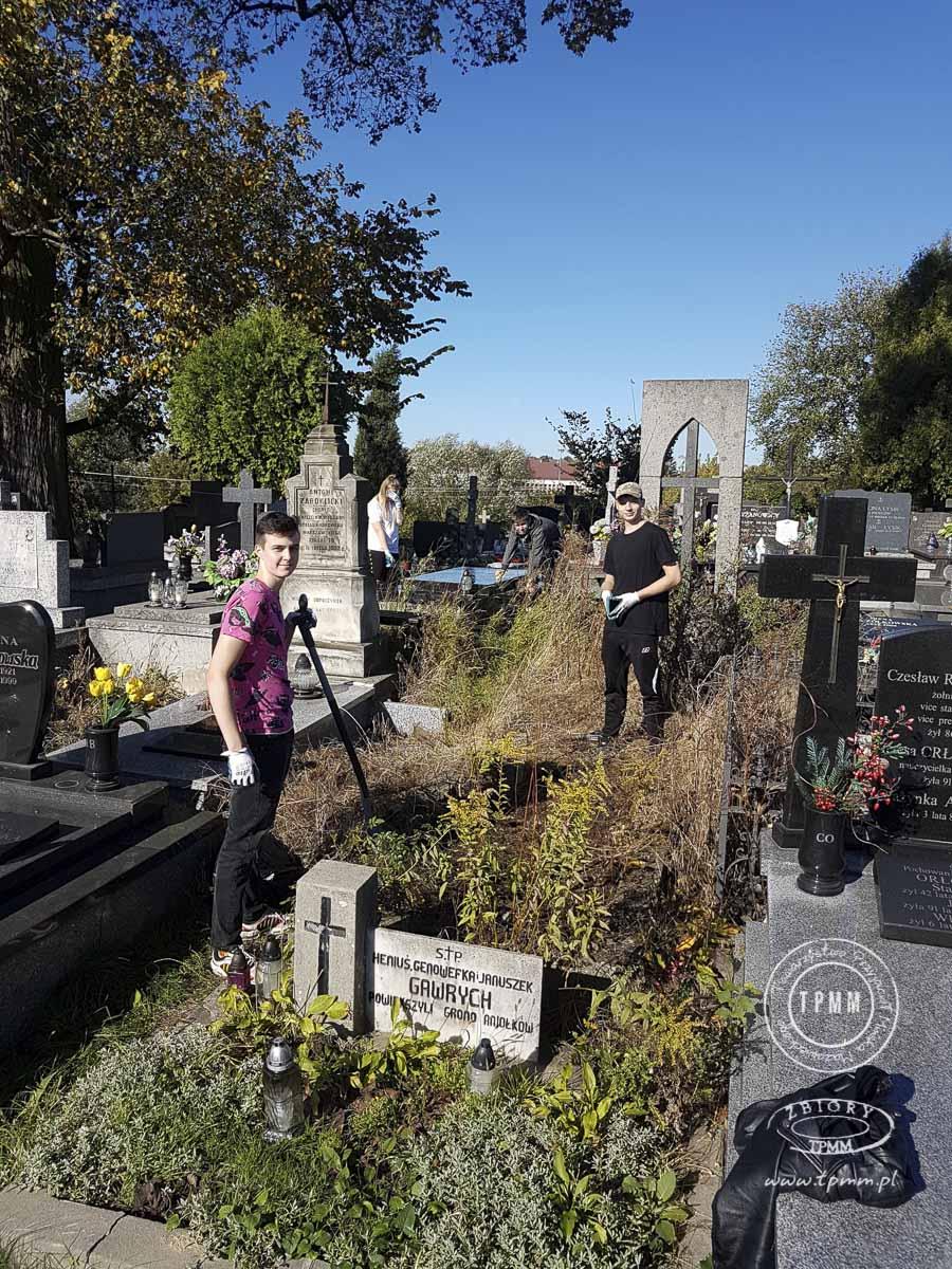 uczniowie-pomoc-cmentarz-zm-1