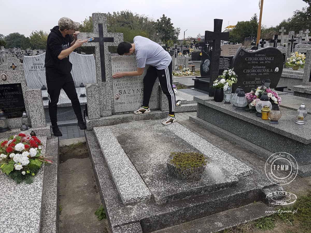 uczniowie-pomoc-cmentarz-zm-8